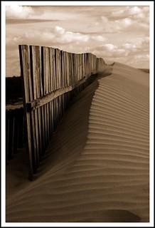 Imagen de Playa de la Cortadura cerca de Cádiz. españa beach lines canon andalucía spain playa paisaje arena nubes cadiz cerca duna cádiz dunas valla lineas marrón cortadura anawesomeshot playadecortadura betterthangood damniwish pacosolís sidiguariach