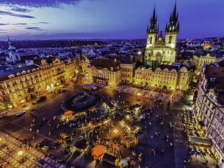 Vista nocturna de Praga.