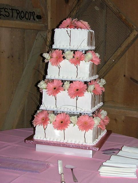 Barn Wedding Cake Table Ideas