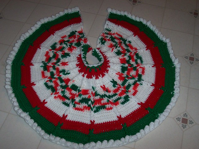 Crochet Xmas Tree Skirt : CROCHETED CHRISTMAS TREE SKIRTS Crochet For Beginners
