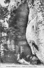 Entrée de la grotte à Varroz