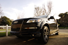 automobile(1.0), automotive exterior(1.0), audi(1.0), sport utility vehicle(1.0), wheel(1.0), vehicle(1.0), automotive design(1.0), compact sport utility vehicle(1.0), rim(1.0), audi q7(1.0), bumper(1.0), land vehicle(1.0),
