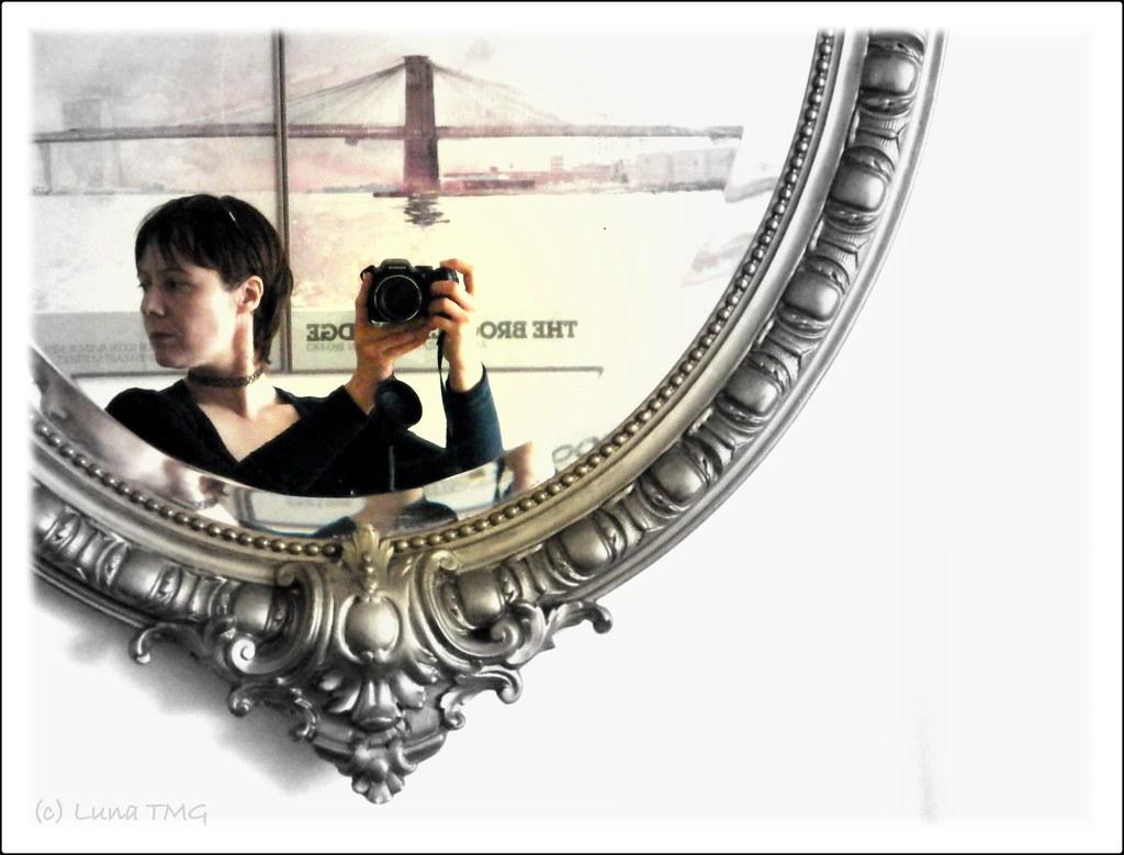 Self-portrait / auto-portrait