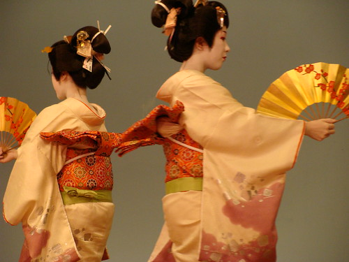 I really want same kimono,obi and hair accessories!!!