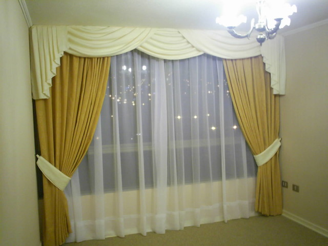 Cortinas drapeadas cortina y cenefa drapeadas tres pa os for Telas para cortinas modernas