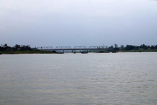 Quang Tri - song Thach han