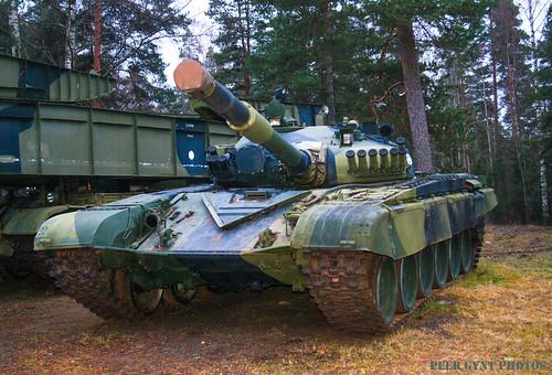 finland танк финляндия танковый peergyntphotos parolapanssarimuseoparolatankmuseumтанковыймузейвпаролаthet72isasovietsecondgenerationmainbattletankthatenteredproductionin1970itwasdevelopeddirectlyfromobyekt172andsharesparallelfeatureswiththet64athet72w