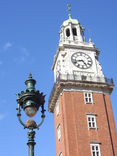 La Torre Monumental o Torre de los Ingleses  en  Plaza Fuerza Aérea Argentina ex Plaza Britania Buenos Aires