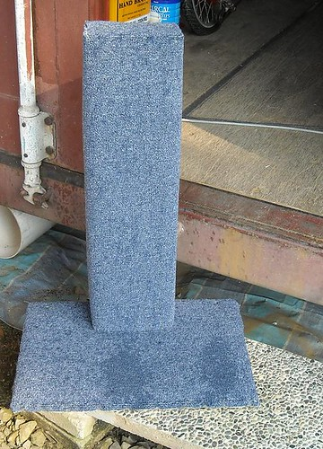 Cheap homemade cat scratching post for sale singapore for Homemade cat post