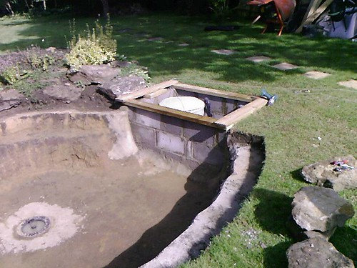 Retro fit bottom drain pond design and construction for Bottom drain pond filter