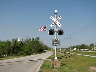 Webb City RXR Signal | Old railroad crossing signal at Webb
