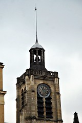 18 - Paris - Descendre le boulevard Magenta avec la nuit - Eglise Saint-Laurent - Clocher et horloge