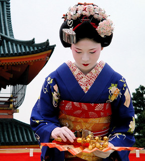 japanese / fan / dance / travel / woman / shrine : maiko (apprentice geisha) kyoto, japan