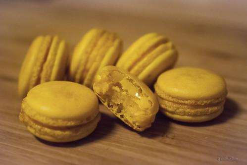 Peach-mango macarons