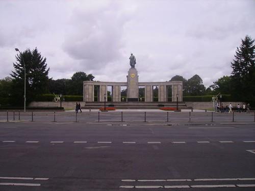 Soviet War Memorial by lpelo2000