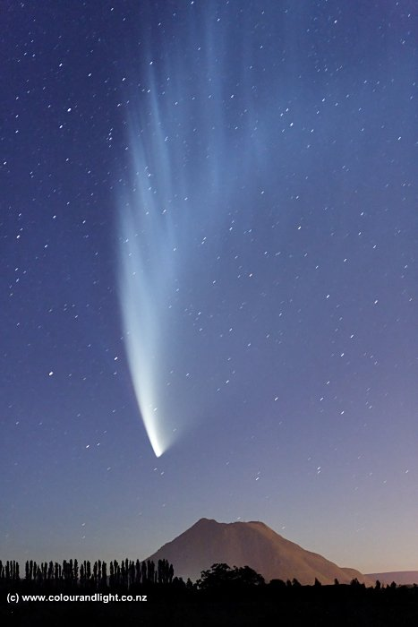 Comet McNaught over Putauaki
