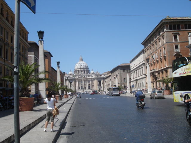 border from Roma to Vatican City