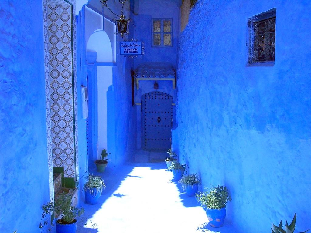 ここはどこ?モロッコの青で彩られた街「シャウエン」がとても素敵