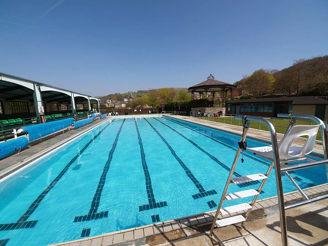 Hathersage Open Air Heated Swimming Pool - wide angle view