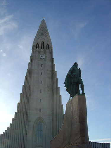 Leif Eríkson outside  Hallgrímskirkja church, Rekjavik