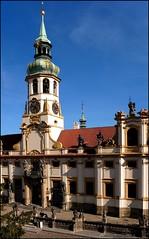 Entrada a la Iglesia del Loreto de Praga.  Entry to the Loreto Church in Prague.