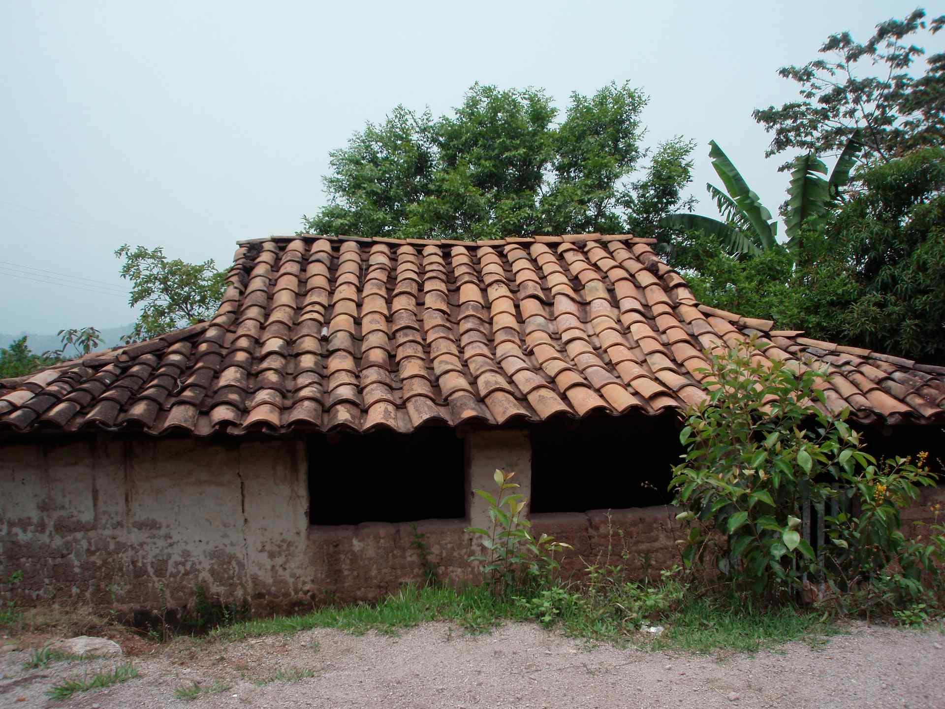 Casa con tejas house with tile roof lempira honduras - Casas con tejas ...