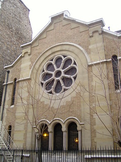 PARIS : façades originales dans le XVème: synagogue