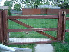 outdoor structure(0.0), handrail(0.0), home fencing(1.0), fence(1.0), wood(1.0), split rail fence(1.0), gate(1.0),