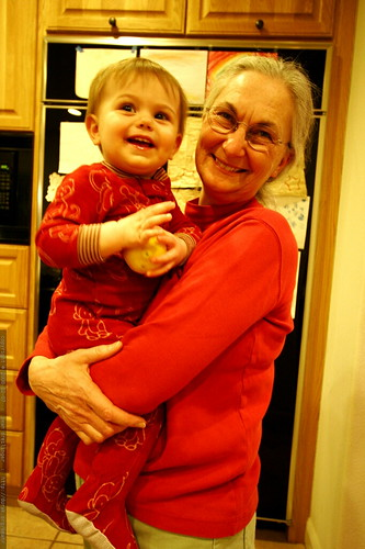 sequoia and anna in the kitchen    MG 9594