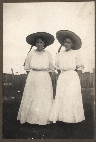 Vintage: Girls In White Dresses