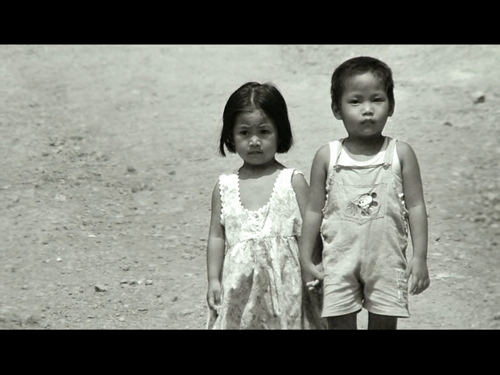 VIDEO - Children living in poverty in Philippines