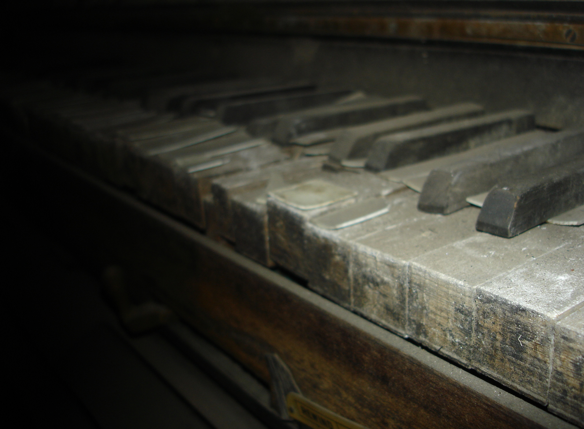 how to keep piano from dust
