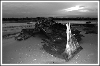 Image of Playa de Sancti-Petri. españa blancoynegro beach canon atardecer mar barca playa paisaje arena cadiz barcas cádiz pesca chiclana tamron1750f28