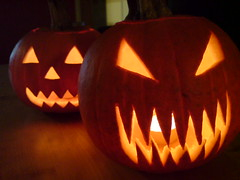 holiday(0.0), carving(1.0), event(1.0), pumpkin(1.0), halloween(1.0), calabaza(1.0), jack-o'-lantern(1.0),
