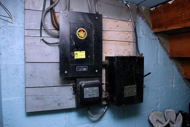 old 60-amp fuse box | flickr - photo sharing! 60 amp fuse box