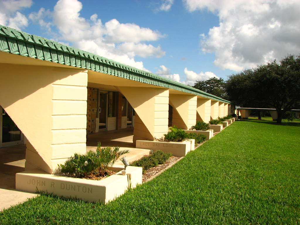 Photos frank lloyd wright at florida southern college for Florida home designs lakeland fl