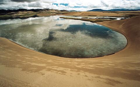 荒漠化的侵蝕使得雅魯藏布江上游已出現了大片的沙漠。圖片來源:楊勇