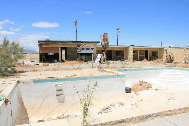 Abandoned pool and apartment building in Salton City