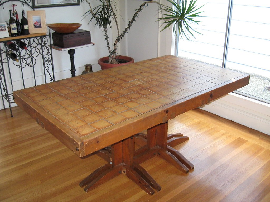 Fantastic Dining Table with 5 chairs