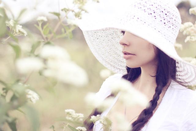 Anna Theodora - Wild White Flowers