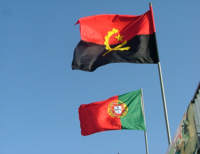Bandeiras de  Angola e Portugal