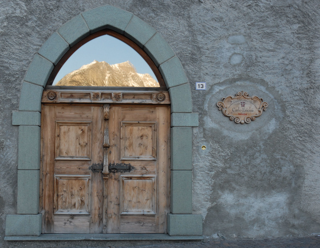 Porta per le montagne / Door to the mountains