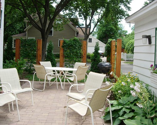 Outdoor design ideas creating privacy in small outdoor spaces for Creating privacy on patio