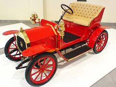 carriage(0.0), model car(1.0), automobile(1.0), wheel(1.0), vehicle(1.0), touring car(1.0), antique car(1.0), classic car(1.0), vintage car(1.0), land vehicle(1.0), ford model t(1.0),