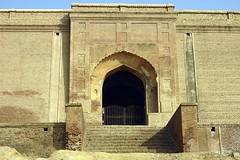 ruins(0.0), fortification(0.0), arch(1.0), ancient history(1.0), building(1.0), landmark(1.0), architecture(1.0), history(1.0), caravanserai(1.0), facade(1.0),