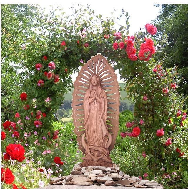 Virgen en en el jardin flickr photo sharing for El jardin de luz ibiza