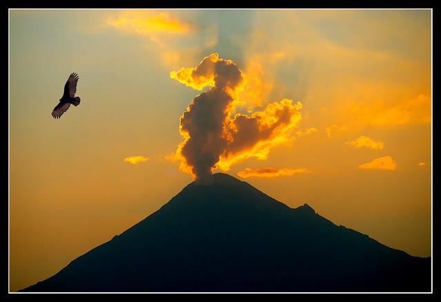 Vigilando el Popocatépetl por Alberto Rosales