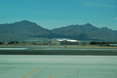 texas elpaso elpasocounty airport aviation elp elpasointernationalairport view scenery landscape mountain franklinmountains