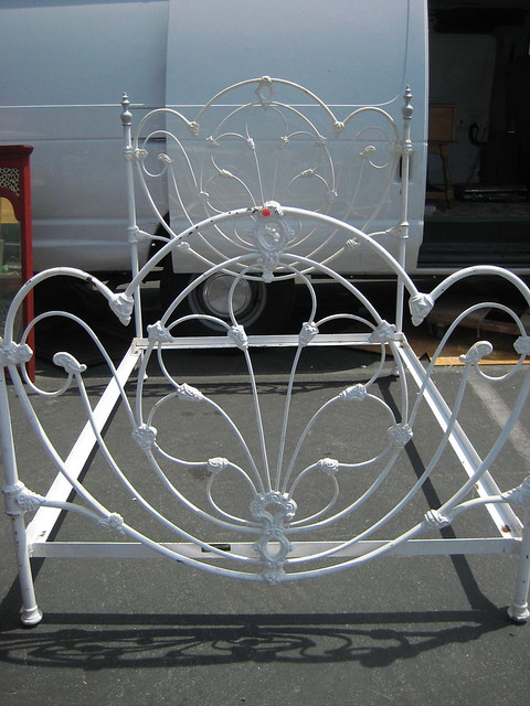 Antique Iron Beds | Antiques Hunting