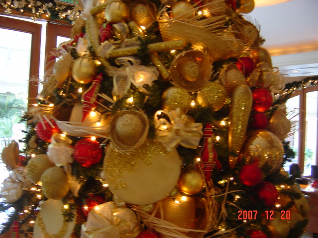 Christmas tree puerto rican style flickr photo sharing for Acanthus decoration puerto rico